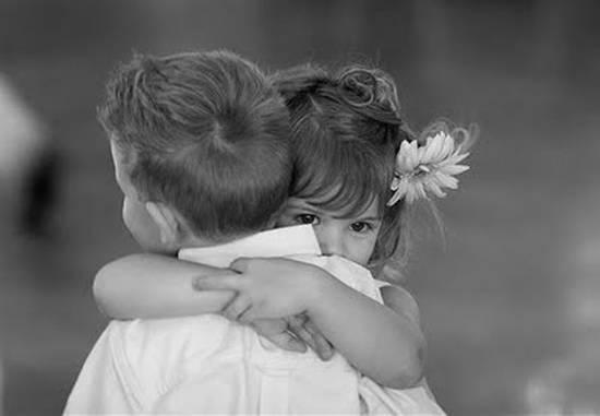 bambini-abbraccio
